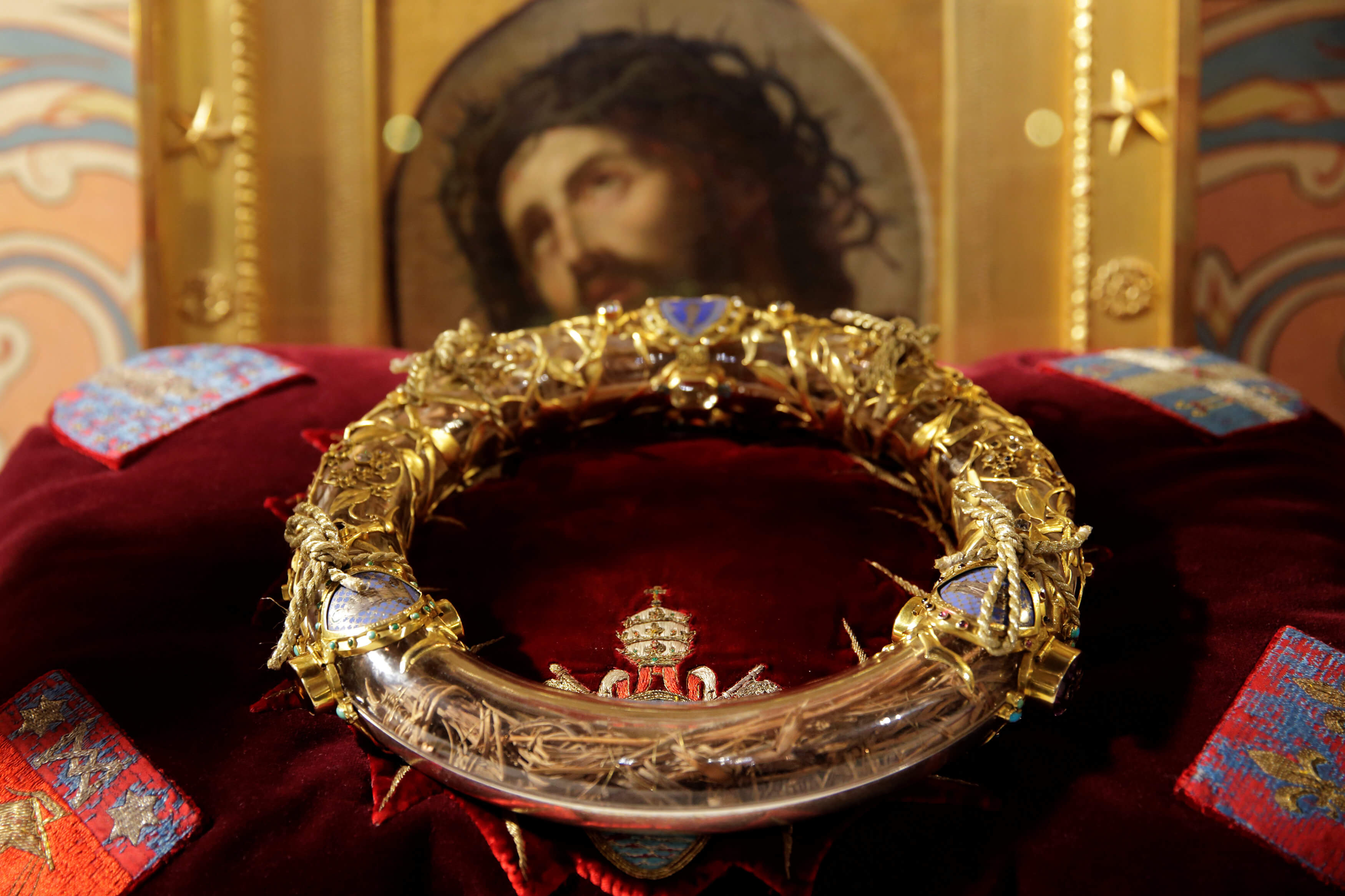 Έτσι σώθηκαν από τις πύρινες γλώσσες εκθέματα ανεκτίμητης αξίας στην Παναγία των Παρισίων - Το ακάνθινο στεφάνι του Χριστού και η επιχείρηση σωτηρίας