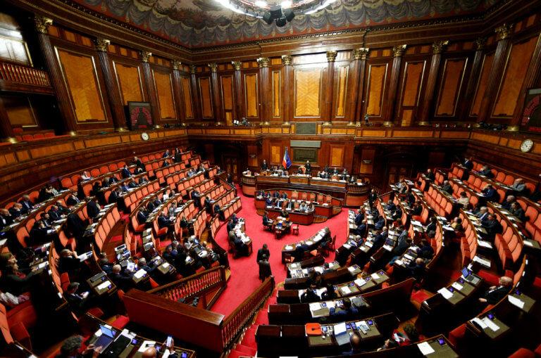 """Ιταλία: Βαριές καμπάνες για την προβολή """"καυτών"""" φωτογραφιών και βίντεο χωρίς συναίνεση"""