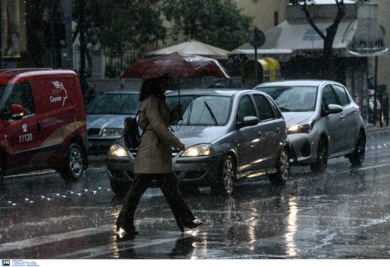 Καιρός σήμερα: Με τις ομπρέλες και τα αδιάβροχα στο χέρι – Που θα βρέξει