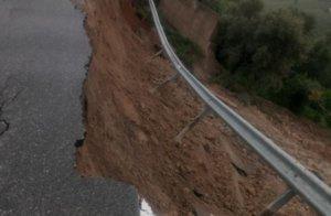 Καιρός: Φούσκωσαν τα ποτάμια στην Κρήτη! Κλειστοί δρόμοι από καθιζήσεις και κατολισθήσεις – video