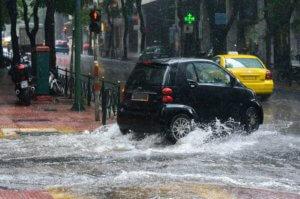 """Καιρός σήμερα: """"Τσαγκαροδευτέρα"""" με… χιόνια και βροχές"""