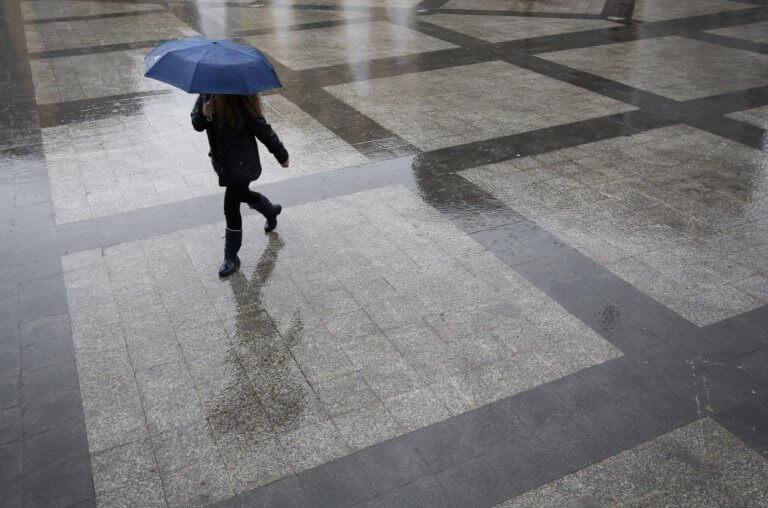 Καιρός αύριο: Καταιγίδες και πτώση της θερμοκρασίας την Τρίτη – Που θα χτυπήσει η κακοκαιρία