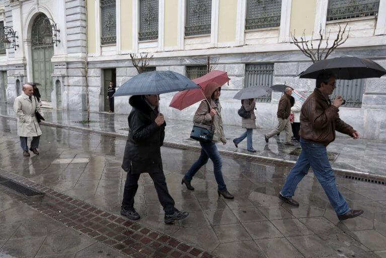 Καιρός αύριο: Με βροχές και καταιγίδες οι λαμπάδες στην Ανάσταση – Που θα χρειαστούν ομπρέλες!