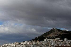 Καιρός σήμερα: Έρχονται βροχές και καταιγίδες – Παρούσα η αφρικανική σκόνη!