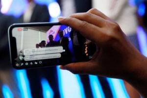 """Facebook: Γερμανίδα αναζητεί τον φορτηγατζή """"φύλακα άγγελό"""" της!"""