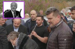 Με κλαρίνα η κηδεία του Σταύρου Καψάλη – video