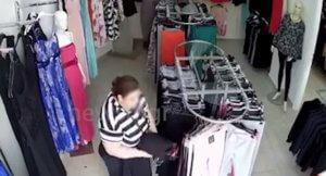 d566426160f4 «Μαδάνε» κατάστημα με ρούχα μπροστά στα μάτια του ιδιοκτήτη!