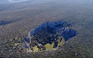Βοιωτία: Ο κρατήρας που ελάχιστοι έχουν αντικρίσει – Εικόνες που κόβουν την ανάσα