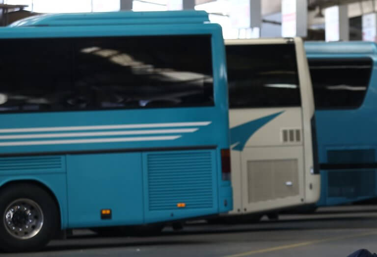 Θεσσαλονίκη: Μπήκαν σε λεωφορείο των ΚΤΕΛ και κατέβασαν 14 άτομα – Τι είχε προηγηθεί…
