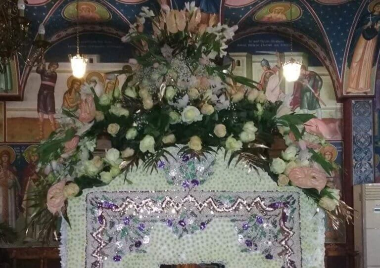Λάρισα: Επιτάφιος με 100.000 χάντρες – Εκεί που η πίστη συνάντησε το μεράκι των πιστών [pics]