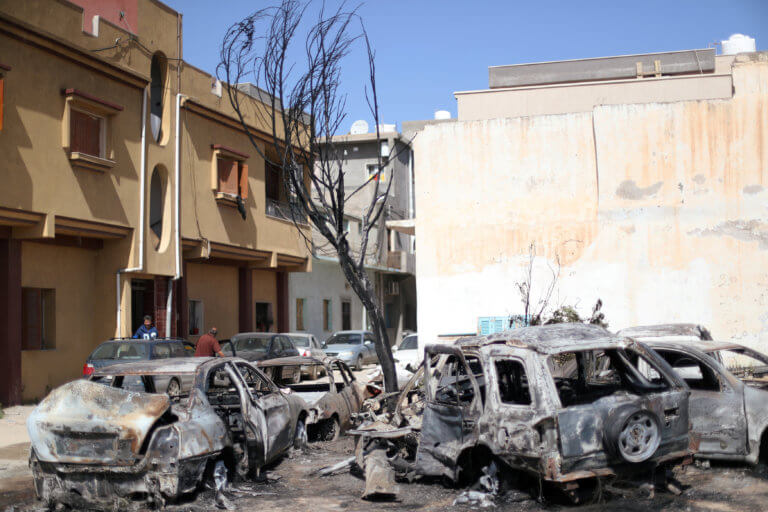 Λιβύη: Μαίνονται οι μάχες στην Τρίπολη – Έκλεισε το αεροδρόμιο