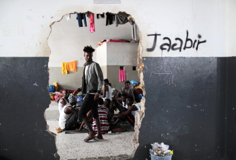 Λιβύη: Απομακρύνονται από την Τρίπολη 325 πρόσφυγες