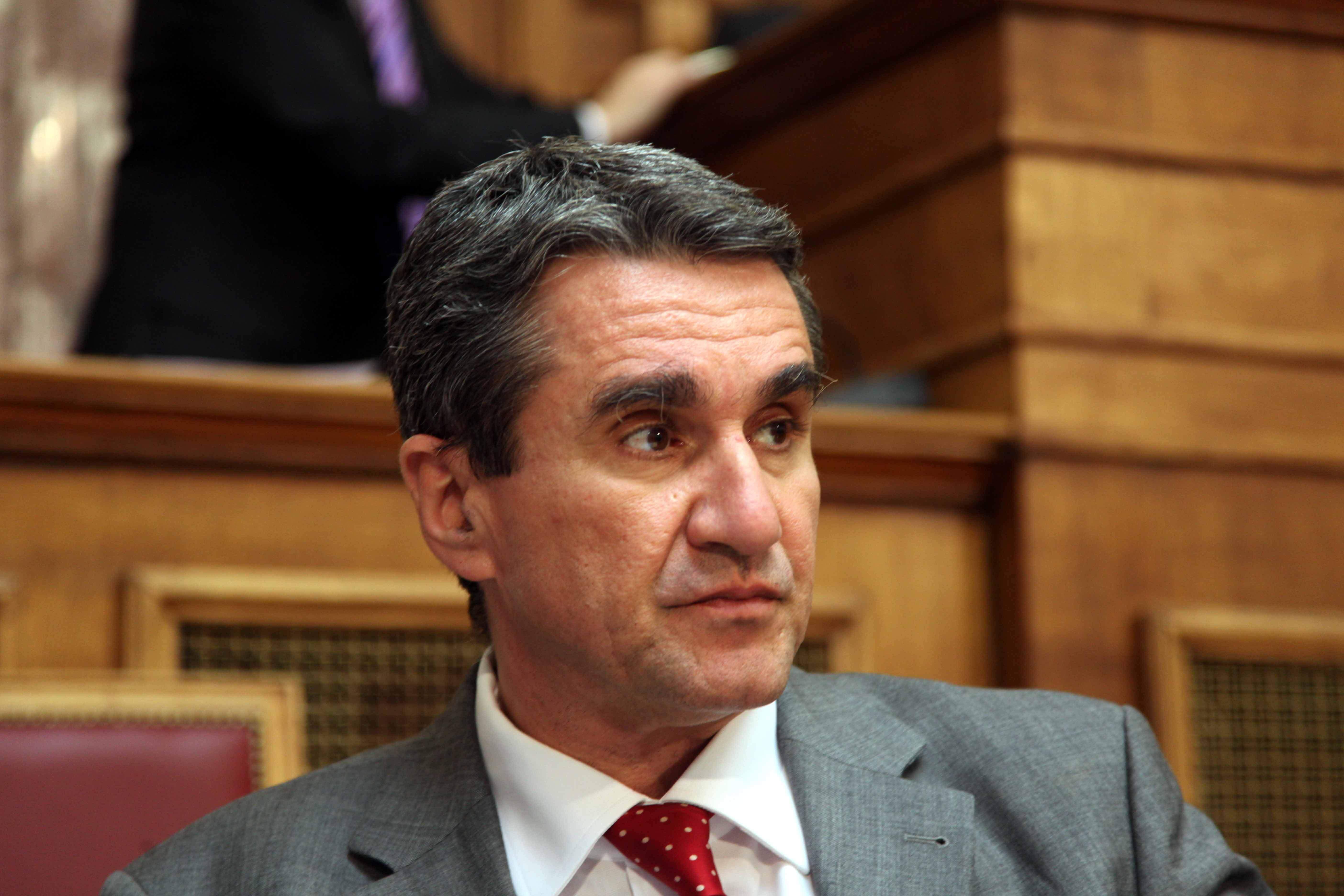 Ακρόαση εξπρές του Λοβέρδου στην Επιτροπή Δεοντολογίας – Πήγε, ζήτησε άρση ασυλίας και… έφυγε