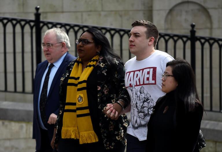 Ντυμένοι ήρωες της Marvel και Χάρι Πότερ οι φίλοι της δημοσιογράφου στην κηδεία της στο Μπέλφαστ