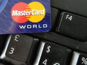 Κρυφές προμήθειες από την Mastercard φέρνουν αποζημιώσεις για τους κατόχους