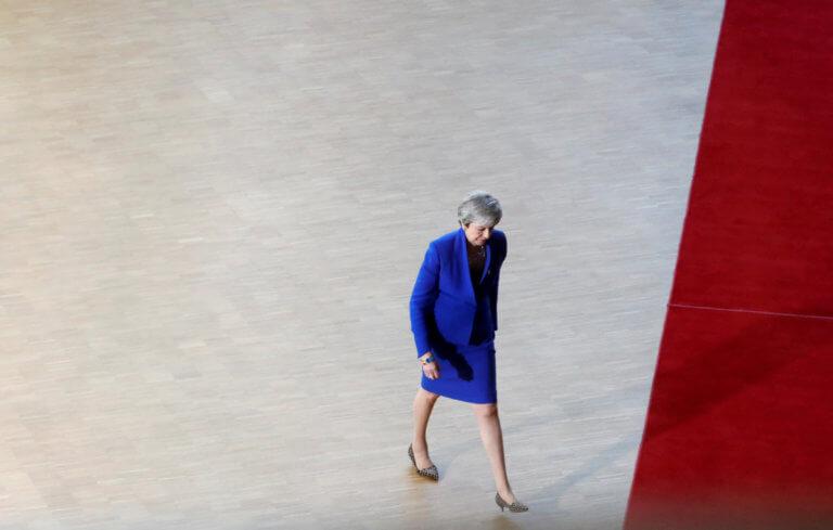 Brexit: Στα… ευρωπαϊκά σχοινιά η Μέι! Την άκουσαν και… έξω απ' την πόρτα!