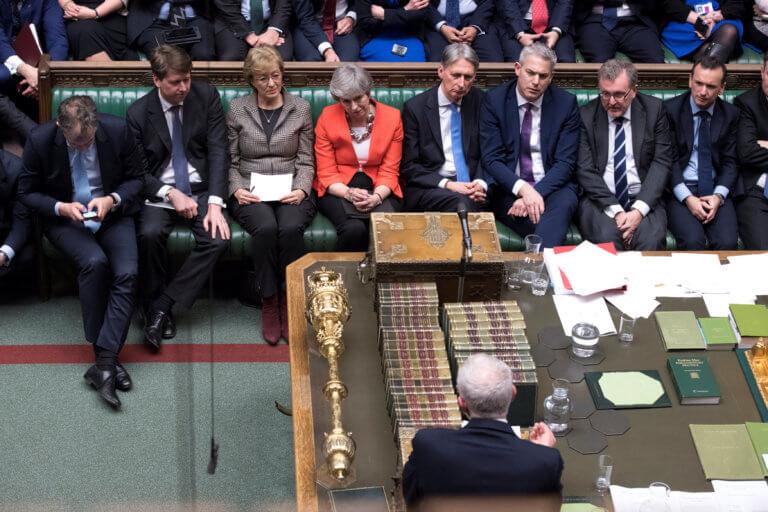 """Brexit: """"Βαρέθηκε"""" να μετράει """"χαστούκια"""" η Μέι – Νέα παραίτηση"""