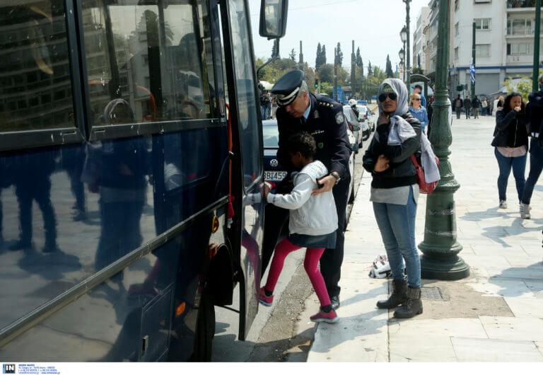 Αποχώρησαν από την πλατεία Συντάγματος οι πρόσφυγες και οι μετανάστες [pics]