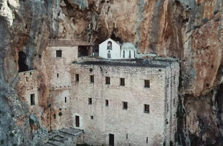Αργολίδα: Εντυπωσιάζει το πανέμορφο αλλά και δυσπρόσιτο μοναστήρι – Χτισμένο σε απότομη χαράδρα [pics, video]