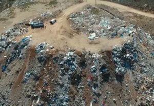 Μύκονος: Το drone αποκαλύπτει την παράνομη χωματερή – Η οικολογική απειλή πίσω από τις εικόνες – video