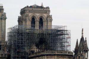 Παναγία των Παρισίων: «Θεία δίκη» η φωτιά για τις σερβικές ταμπλόιντ!