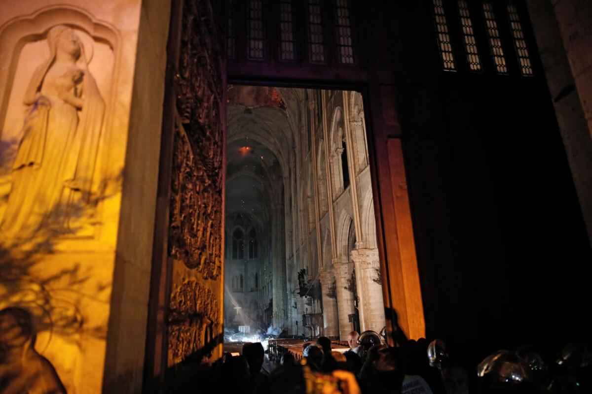Παναγία των Παρισίων: Το ακάνθινο στεφάνι του Χριστού και η επιχείρηση σωτηρίας