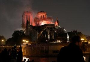 Παναγία των Παρισίων: Όλη η καταστροφή σε 1,5 λεπτό