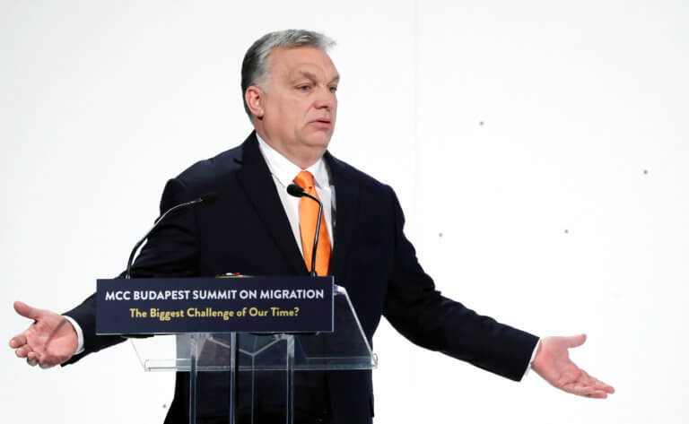 Politico: Το κόμμα του Όρμπαν ενισχύει τους δεσμούς του με την ιταλική ακροδεξιά