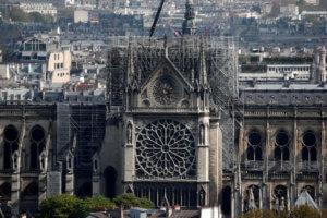 """Παναγία των Παρισίων: Διεθνής αρχιτεκτονικός διαγωνισμός για την ανακατασκευή του """"βέλους"""""""