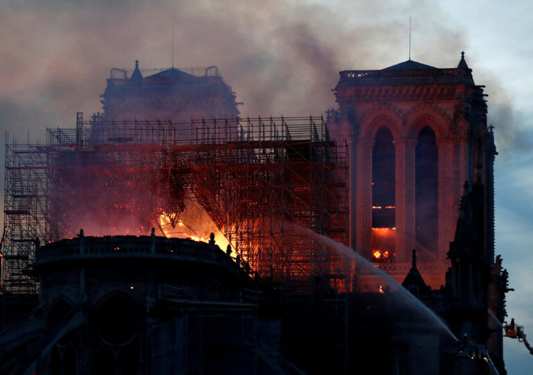 Παναγία των Παρισίων: Μετά από 140 χρόνια ουγγρική πόλη ανταποδίδει τη βοήθεια