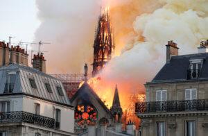 Παναγία των Παρισίων: Παγκόσμιος θρήνος! Τα πρωτοσέλιδα της θλίψης