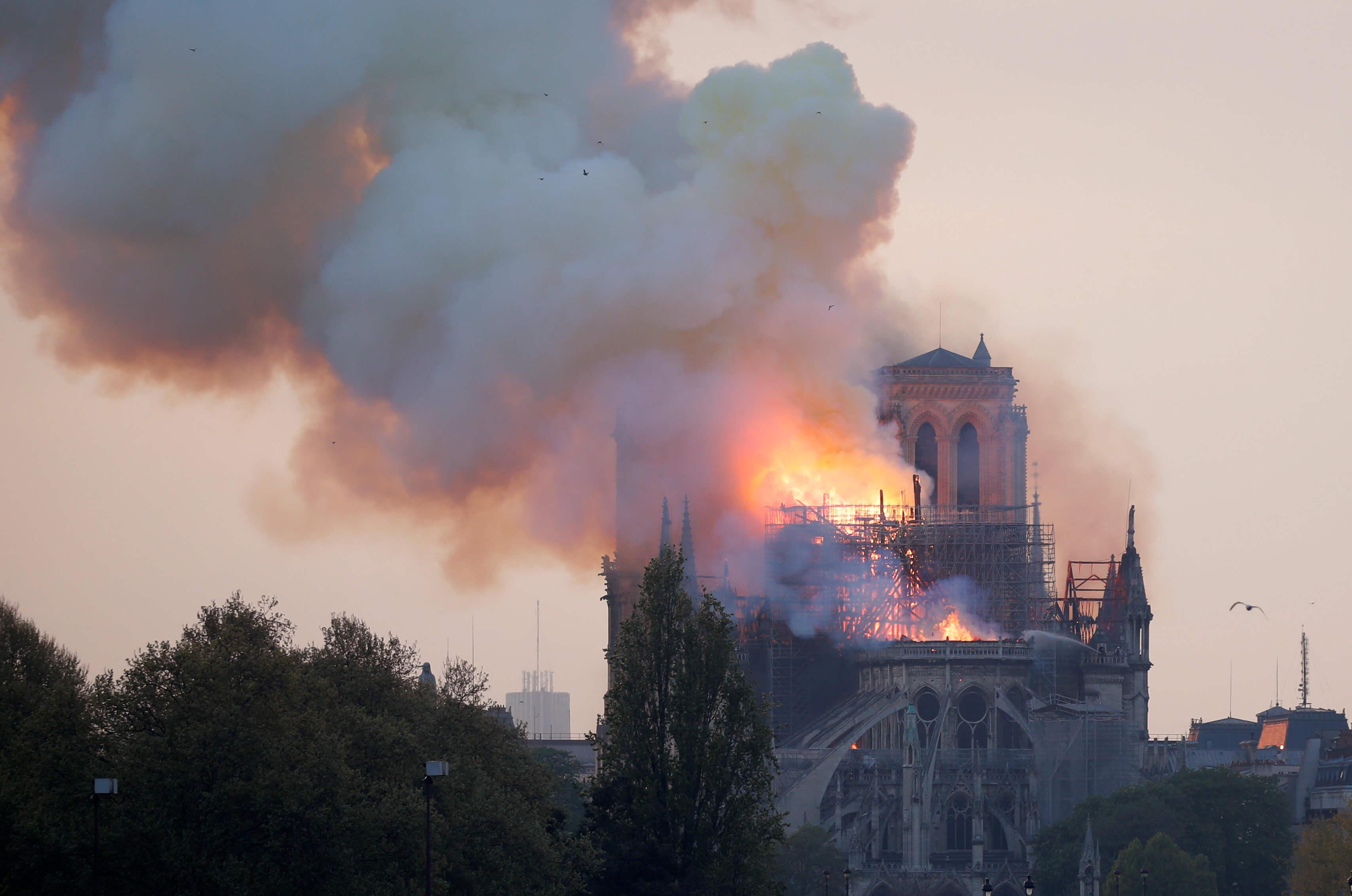Παναγία των Παρισίων: Σοκαρισμένος ο ποδοσφαιριστής! Ήταν παρών στη φωτιά [pic]