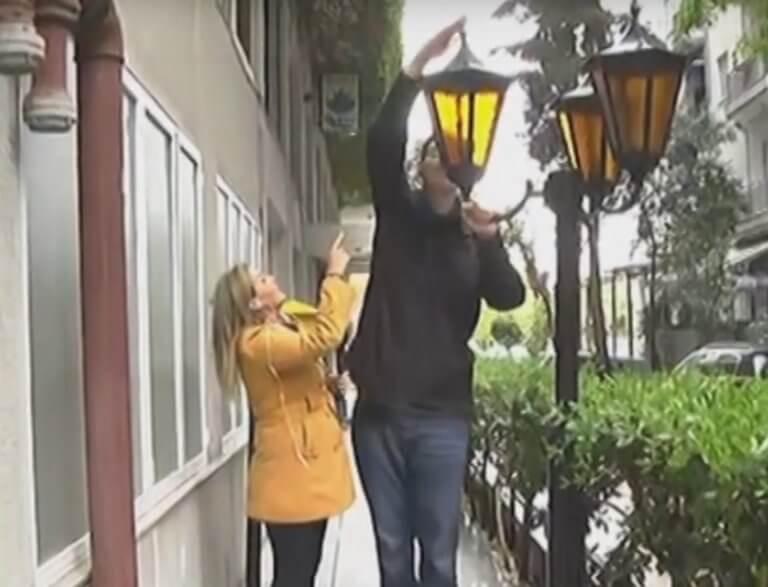 Εκλογές 2019: Αυτός είναι ο ψηλότερος υποψήφιος – «Πιάστηκε» η ρεπόρτερ του ΣΚΑΪ για να φτάσει στα 2,24 μέτρα – video