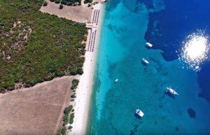 Αιτωλοακαρνανία: Η άγνωστη εξωτική παραλία με τα γαλαζοπράσινα νερά