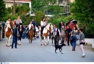 Ο Άη Γιώργης… με τα άλογα!