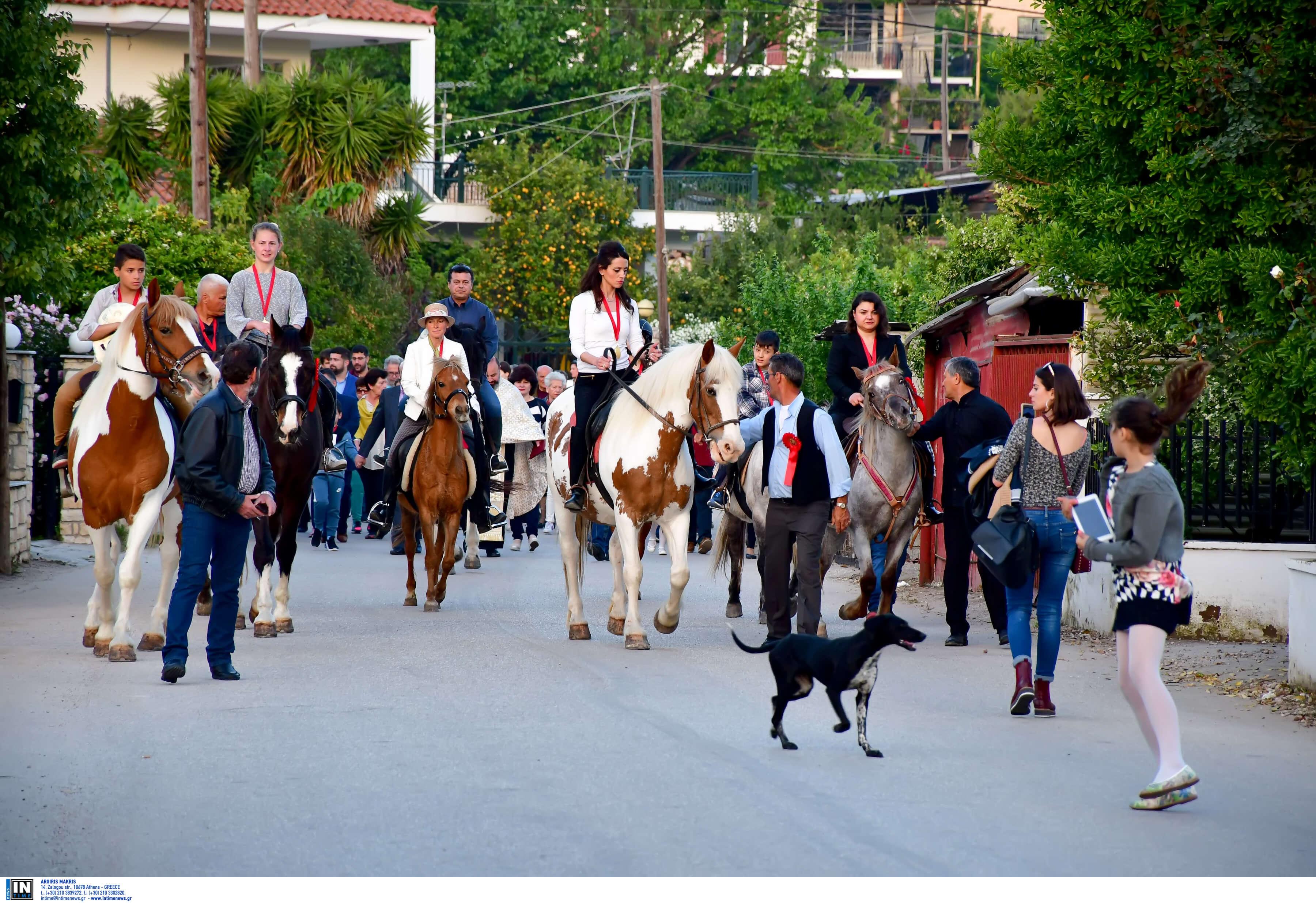 Ο Άη Γιώργης… με τα άλογα! | Newsit.gr
