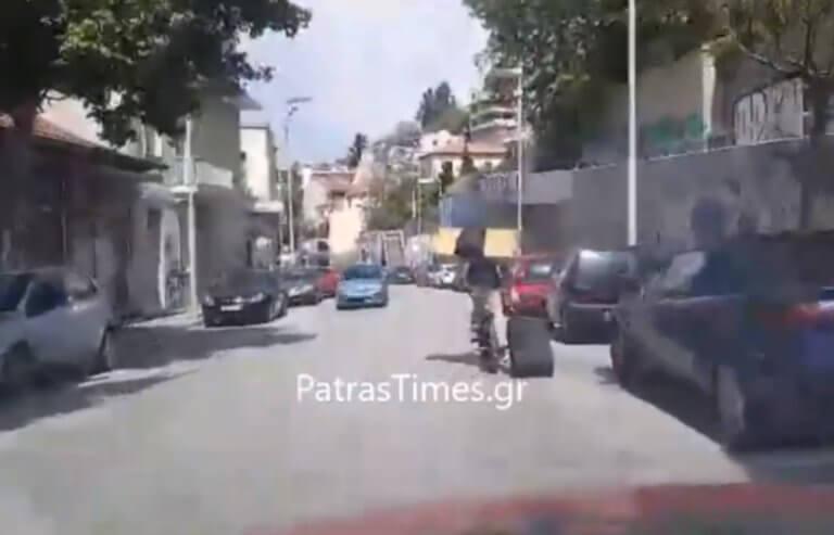 Πάτρα: Οδηγούσε και έβλεπε μπροστά του αυτές τις εικόνες – Η δύσκολη αποστολή του ποδηλάτη – video