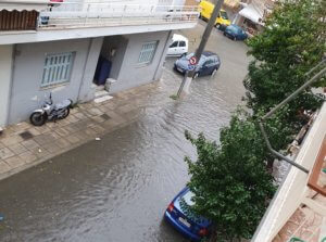 Καιρός: Πλημμύρισε ο Πειραιάς – Απίστευτες εικόνες