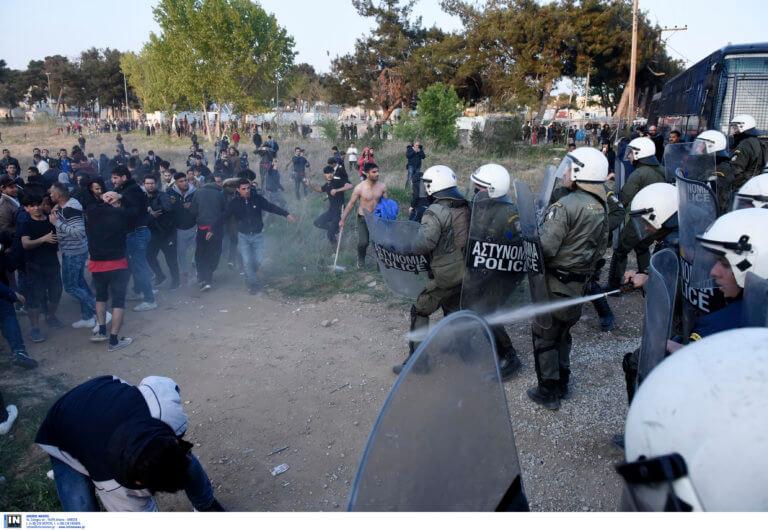 Διαβατά: Εικόνες Ειδομένης μετά το ανεύθυνο κάλεσμα σε μετανάστες – Επεισόδια και τραυματισμοί [pics, video]