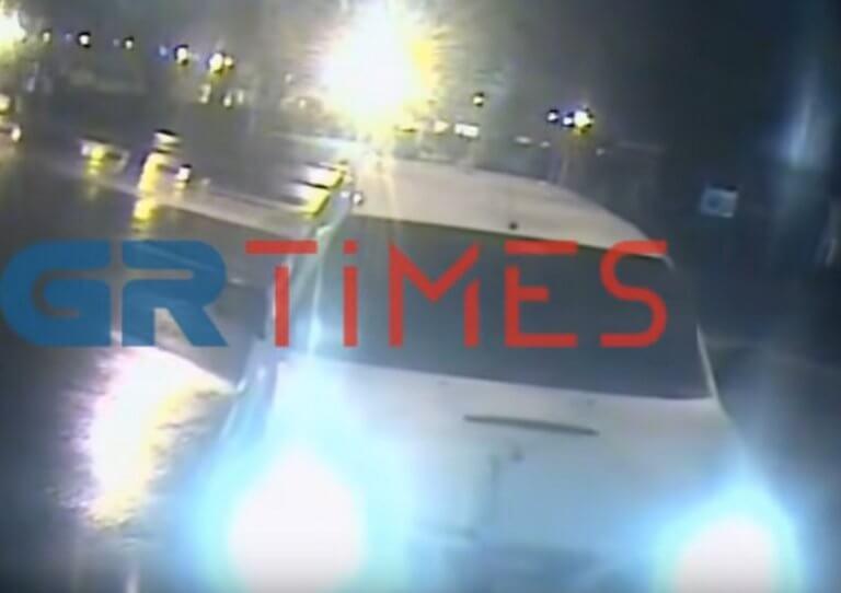 Θεσσαλονίκη: Η στιγμή που περιπολικό πέφτει πάνω σε περίπτερο – Η περιπέτεια του ιδιοκτήτη – video