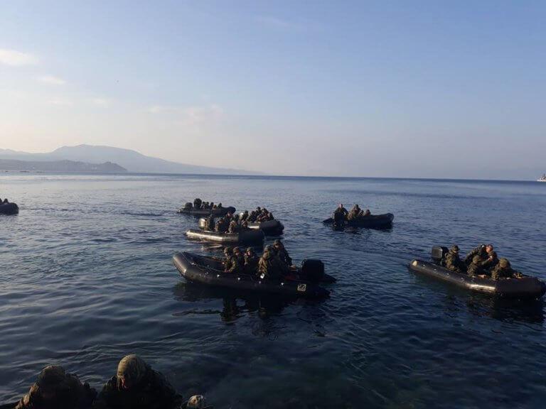 """""""Πάγωσαν"""" οι κάτοικοι της Κορώνης από…αιφνιδιαστική απόβαση Πεζοναυτών! [pics,vid]"""