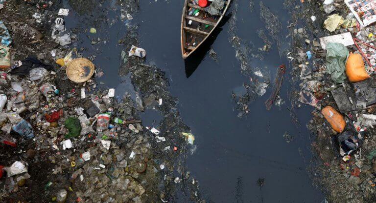 Εφιάλτης από… πλαστικό! Στοιχεία σοκ για τα πλαστικά σκουπίδια στην Ελλάδα