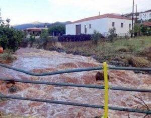 Καιρός: Εγκλωβισμένοι άνθρωποι στην Κρήτη έχουν ανέβει σε ταράτσα για να σωθούν!