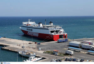 """Κυκλάδες: Θρίλερ στο Αιγαίο για αγνοούμενο επιβάτη του πλοίου Θεολόγος – """"Έπεσε στη θάλασσα"""" – video"""