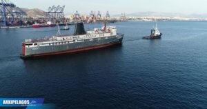 """Σύρος: Αυτό είναι το πλοίο """"φάντασμα"""" που ετοιμάζεται να γίνει καινούργιο – Σε εξέλιξη οι εργασίες [pics]"""