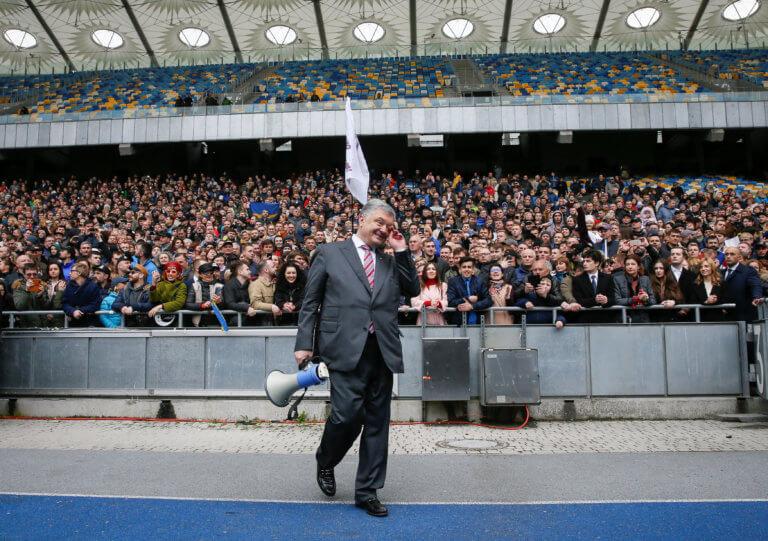 Ουκρανία: Ο Ποροσένκο πήγε για debate και τελικά… έβγαλε λόγο μόνος του