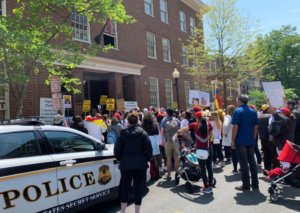 """Βενεζουέλα: """"Ντου"""" στην πρεσβεία της χώρας στις ΗΠΑ από αστυνομικούς!"""