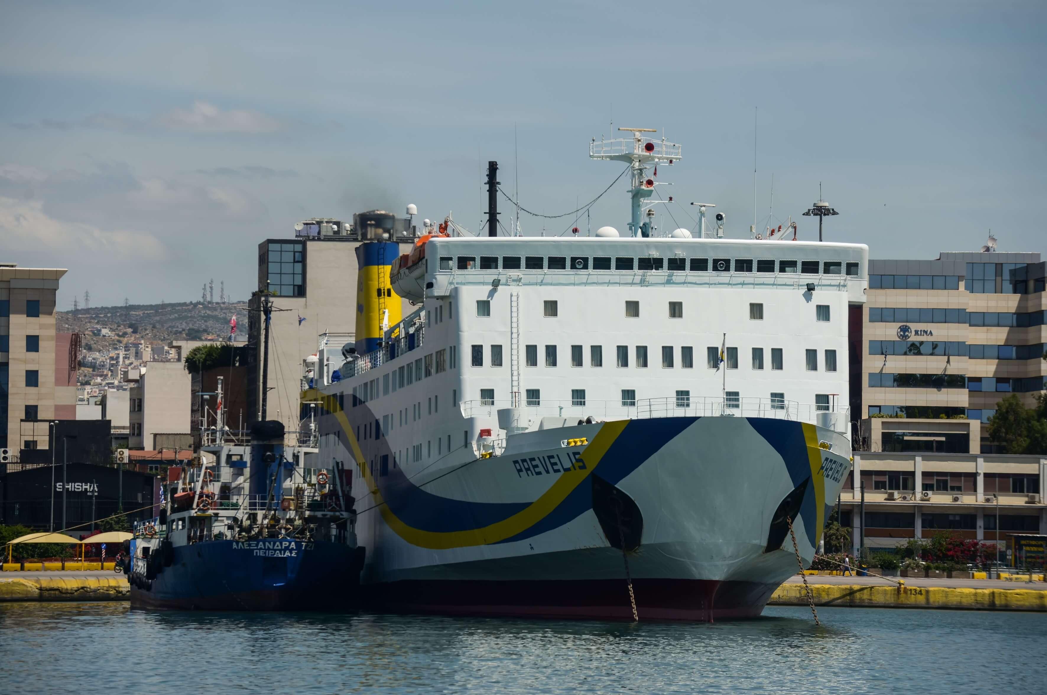 Στο λιμάνι της Καρπάθου χτύπησε το πλοίο «Πρέβελης»