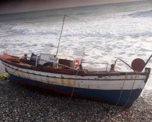 Λάρισα: Η βάρκα επέστρεψε μόνης της στη στεριά – Θρίλερ με αγνοούμενο ψαρά στον Αγιόκαμπο [pics]