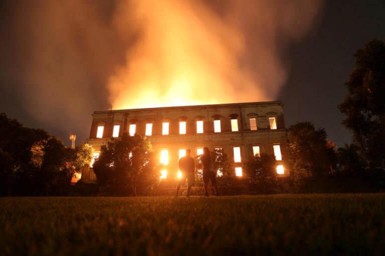 Παναγία των Παρισίων: Όταν οι φλόγες είχαν «λαβώσει» ξανά τον πολιτισμό